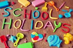 Días de fiesta de escuela del texto hechos de modelar la arcilla Fotos de archivo libres de regalías