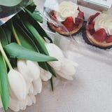 Días de fiesta de la torta de las flores de la flor del tulipán Imágenes de archivo libres de regalías