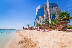 Días de fiesta en la playa en Abu Dhabi Foto de archivo libre de regalías