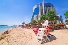 Días de fiesta en la playa en Abu Dhabi Imagen de archivo libre de regalías