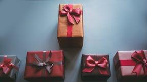 Días de fiesta la Navidad, cumpleaños, el día de los regalos de tarjeta del día de San Valentín Imagen de archivo libre de regalías