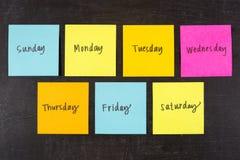 Días de notas del palillo de la semana imagenes de archivo