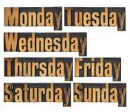 Días de semana en el tipo de madera fotos de archivo