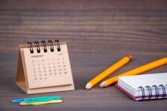 Días del enero en 2018 Calendario de escritorio Imagenes de archivo