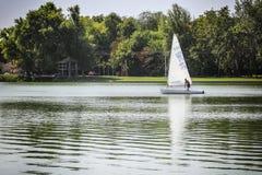 Días 2015 del vintage de la regata en el lago Palic Foto de archivo
