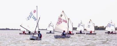 Días 2015 del vintage de la regata en el lago Palic Imagenes de archivo