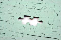 Pedazo del rompecabezas uno hacia fuera fotografía de archivo