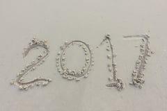 Dígitos do ano na areia imagem de stock