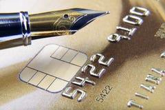 Dígitos e pena no close-up do cartão de crédito Imagem de Stock Royalty Free