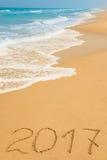 Dígitos 2017 na areia Imagens de Stock