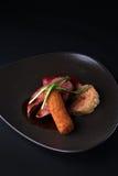 Dîner délicieux Sein de canard d'un kromesk d'une prune de jambe de canard Photo libre de droits