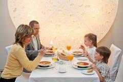 Dîner dans le restaurant Image libre de droits