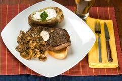 Dîner de bifteck et de pomme de terre Photo stock