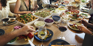 Dîner de buffet dinant le concept de partie de célébration de nourriture Image libre de droits