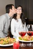 Dîner de couples avec amour photos stock