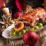 Dîner de Noël avec des choux de bruxelles en sauce orange Image libre de droits