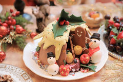 Dîner de Noël et manger de la nourriture délicieuse de vegan Photos libres de droits