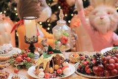 Dîner de Noël et manger de la nourriture délicieuse de vegan Images stock