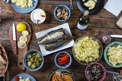 Dîner de thanksgiving, dîner avec la famille, festins savoureux, vacances images stock