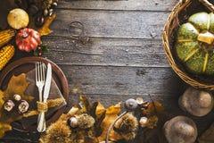 Dîner de thanksgiving sur le bois image libre de droits
