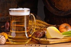Dîner et bière photo stock