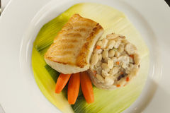 Dîner grillé de poissons. Photo stock