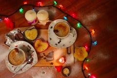 Dîner romantique avec des bougies Image libre de droits