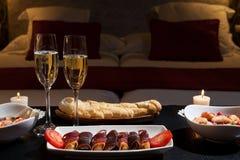 Dîner romantique dans un hôtel luxueux Photos stock