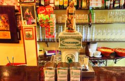 Dîner romantique de Séville à un restaurant de rue images libres de droits