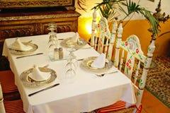 Dîner romantique de Séville à un restaurant de rue photo stock