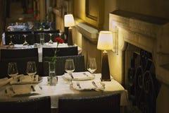 Dîner romantique de Séville à un restaurant de rue image stock