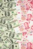 Dólar americano contra China yuan Imagenes de archivo