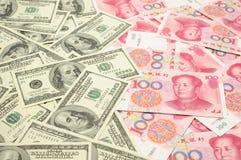 Dólar americano contra China yuan Imagen de archivo