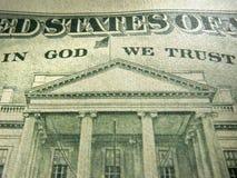 Dólar americano no deus nós confiamos a inscrição destacada imagens de stock