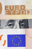 Dólar bajo euro Imágenes de archivo libres de regalías