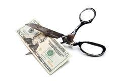 Dólar Bill de los recortes de precios veinte con las tijeras Imagen de archivo libre de regalías