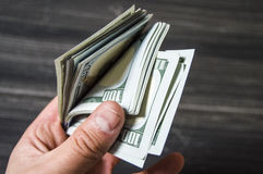 Dólar, dólar americano, imagens do dólar para locais da troca, imagens do dólar em conceitos diferentes, dinheiro que contam a mã fotografia de stock