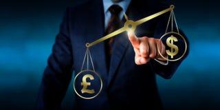 Dólar de EE. UU. de Sterling Outweighing The de la libra británica imagen de archivo libre de regalías