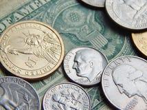 Dólar de papel com moedas dos E.U. Fotografia de Stock