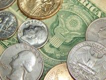 Dólar de papel con las monedas de los E.E.U.U. Imágenes de archivo libres de regalías