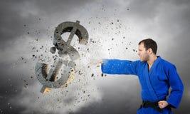 Dólar do ataque do homem do karaté imagens de stock royalty free