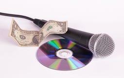 Dólar do microfone e disco do disco compacto Fotografia de Stock Royalty Free