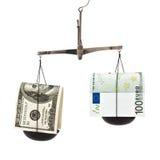 Dólar y el euro en el equilibrio Fotos de archivo