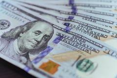 Dólares americanos Cem cédulas do dólar, 100 Imagens de Stock