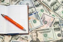 Dólares americanos como o fundo Imagens de Stock Royalty Free