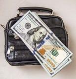 100 dólares americanos de imagens no saco, imagens do dólar na carteira do dinheiro, Fotografia de Stock