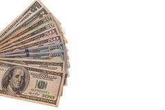 Dólares americanos do dinheiro em um fundo branco Foto de Stock