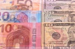 Dólares americanos do fundo do dinheiro e denominações diferentes do euro Foto de Stock