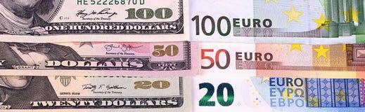 Dólares americanos do fundo do dinheiro e denominações diferentes do euro Imagem de Stock