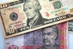 Dólares americanos e hrivna ucraniano fotografia de stock royalty free